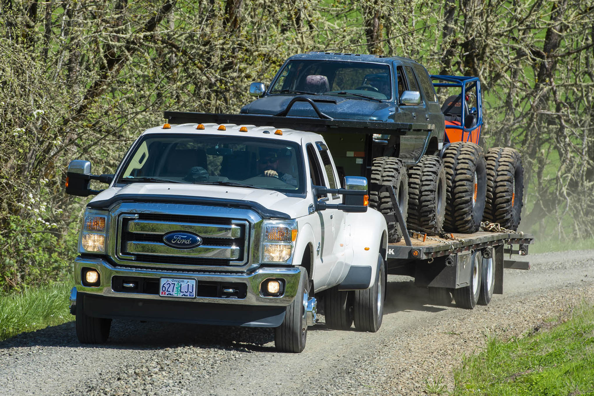 027 BW Gooseneck towing gravel road