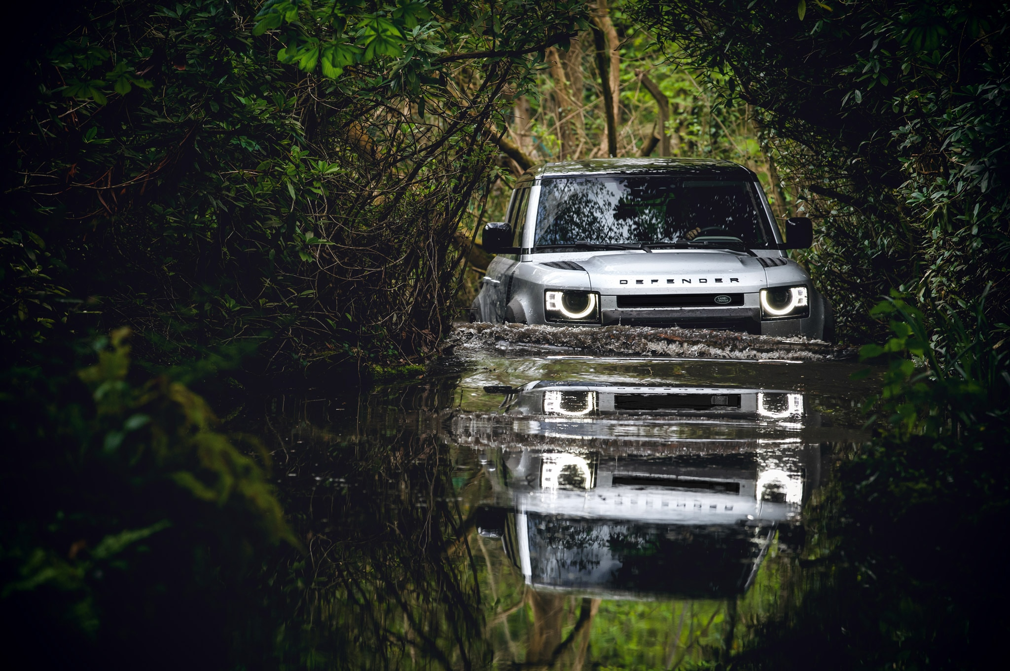 2020 land rover defender 110 off road mud bog 01