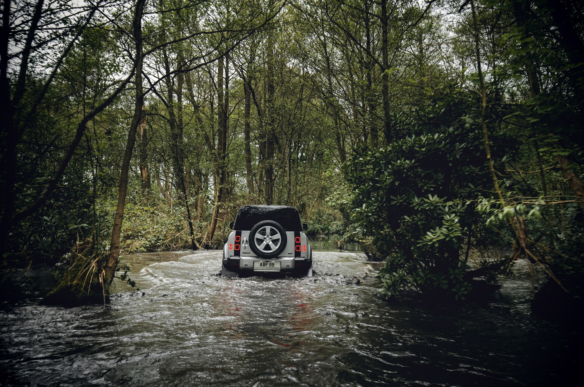 2020 land rover defender 110 off road mud bog 02