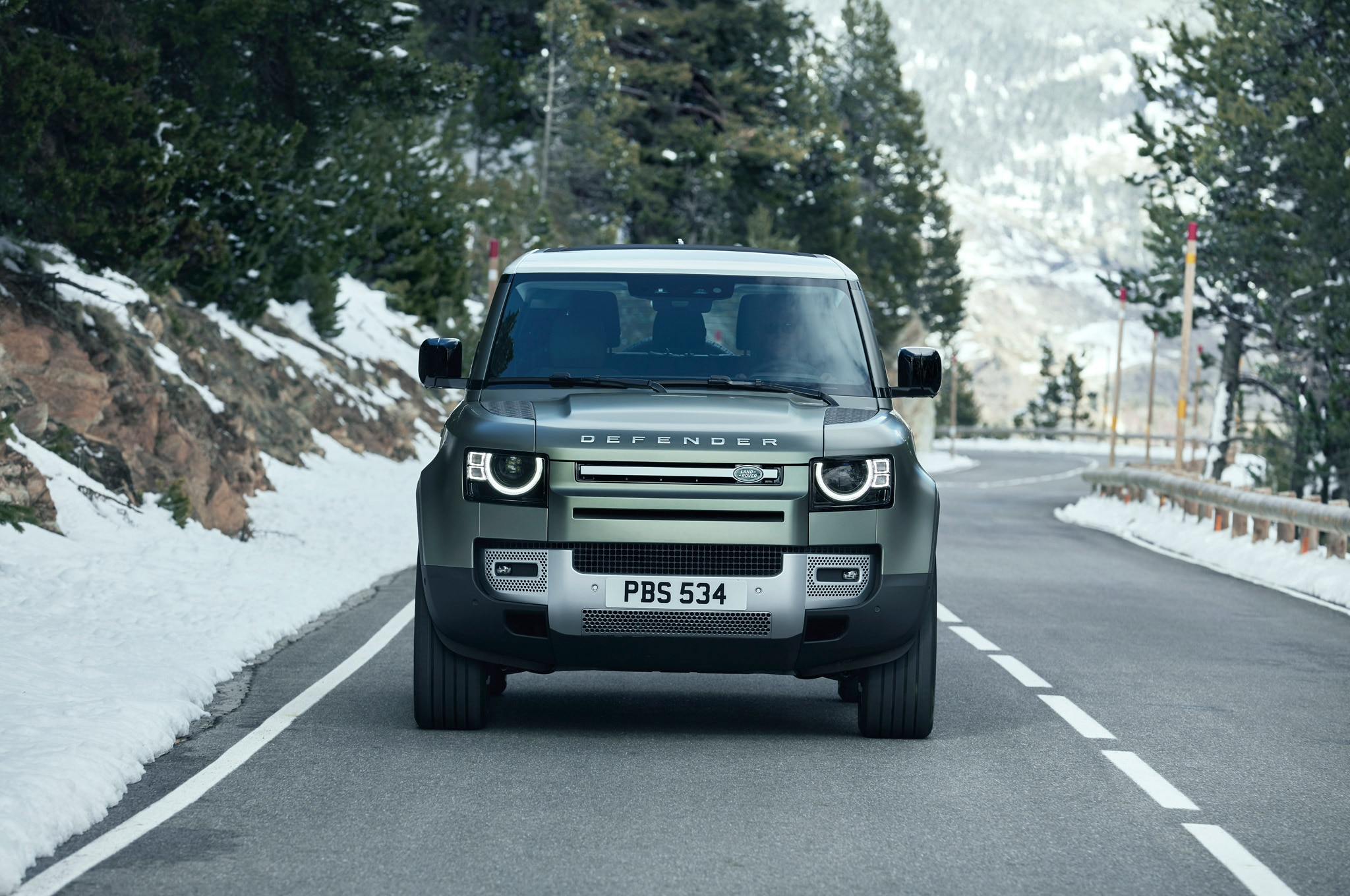 2020 land rover defender 90 exterior front view 02