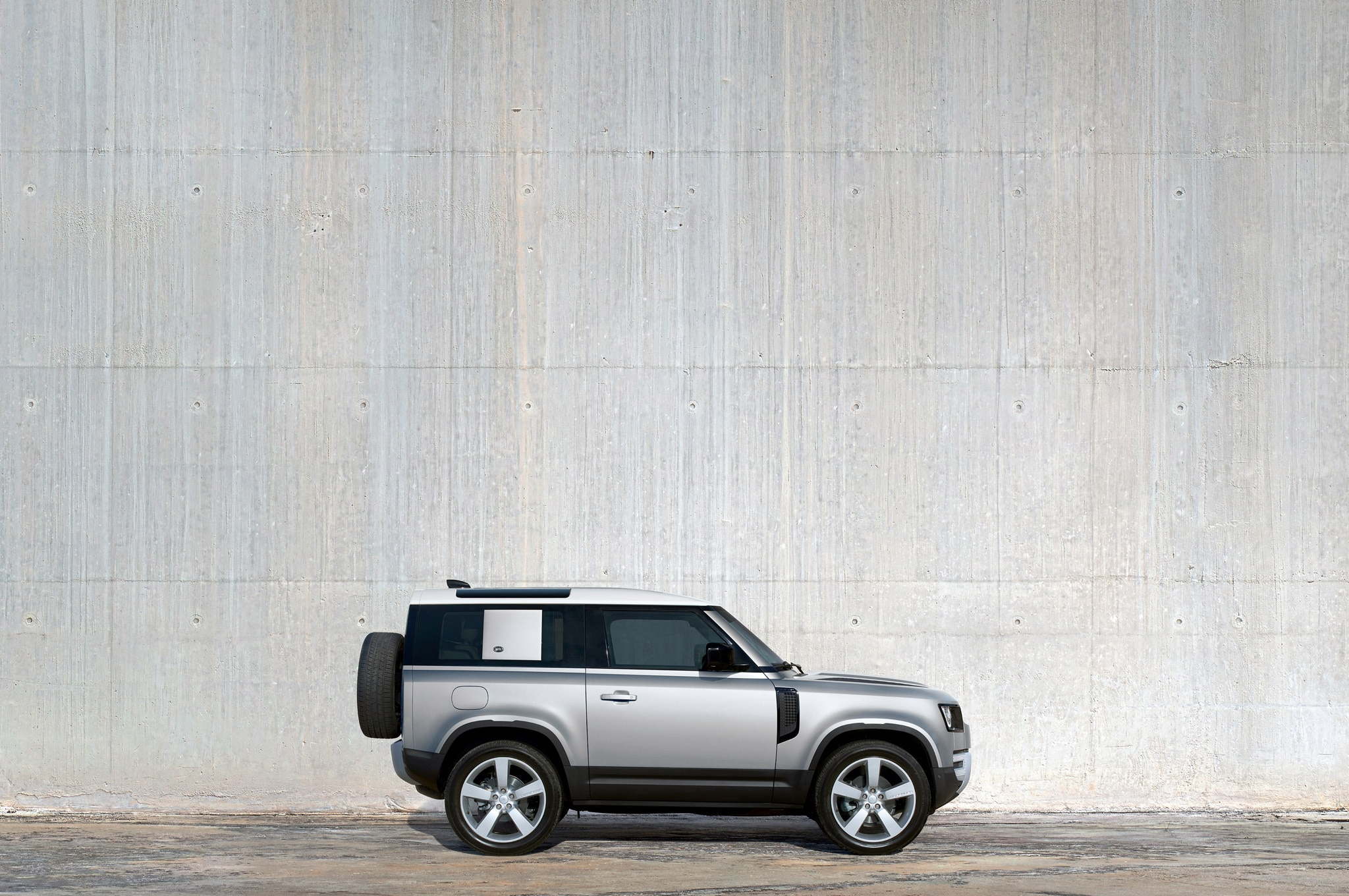 2020 land rover defender 90 exterior side profile 02