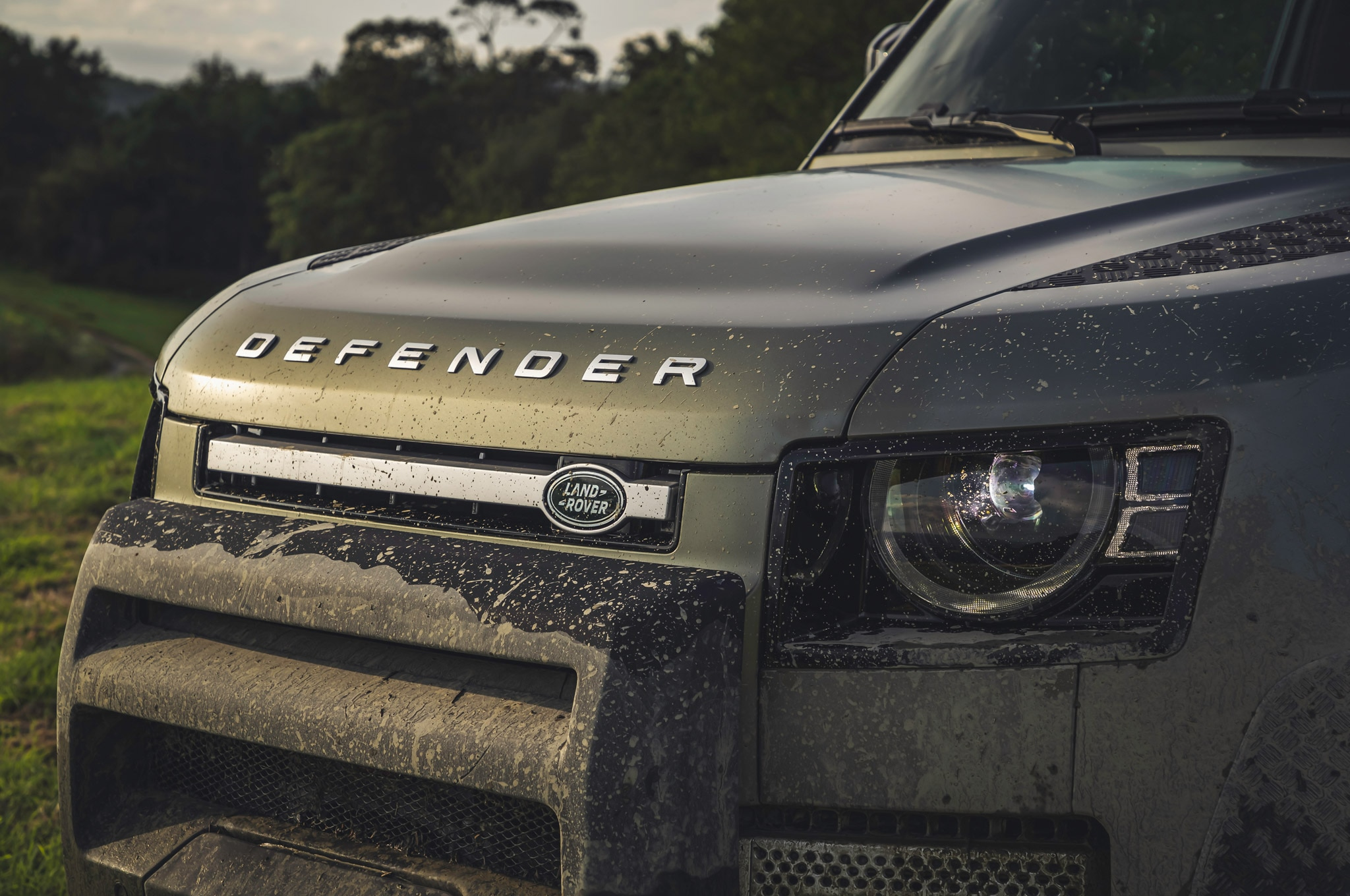 2020 land rover defender 90 off road mud 01