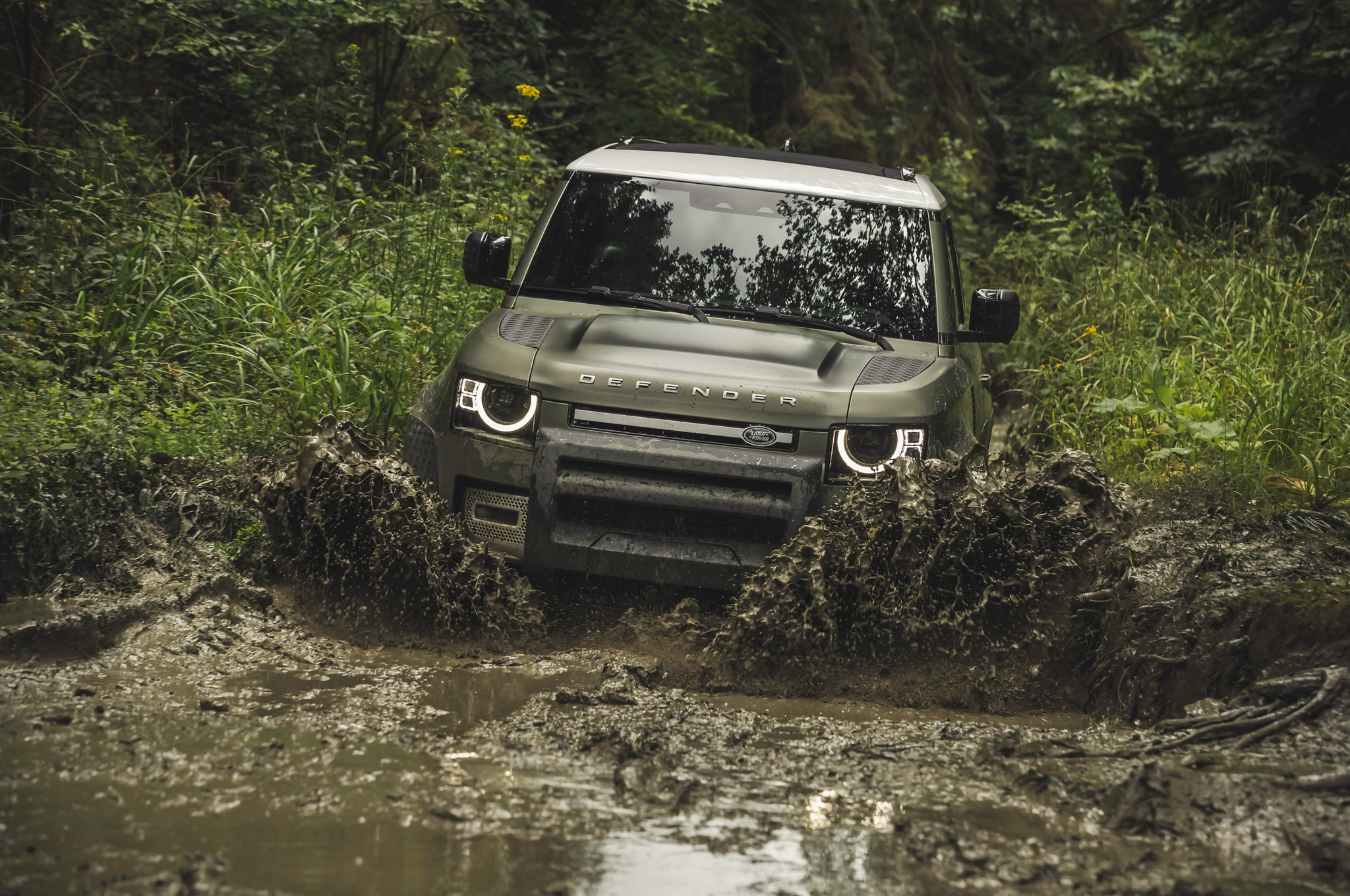 2020 land rover defender 90 off road mud 03