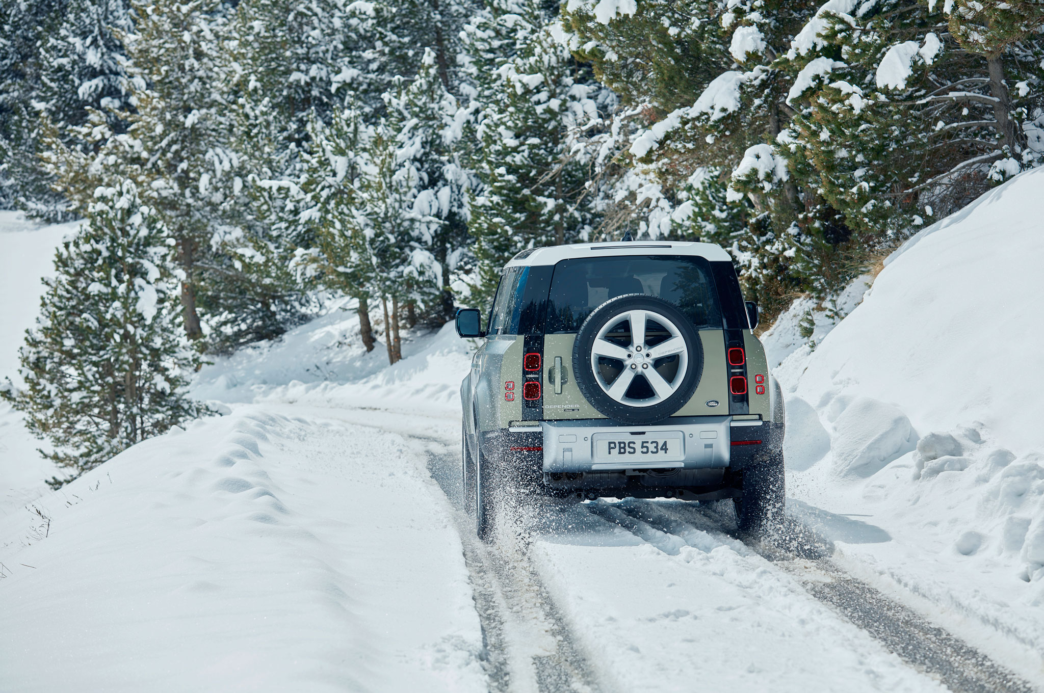 2020 land rover defender 90 off road snow 01