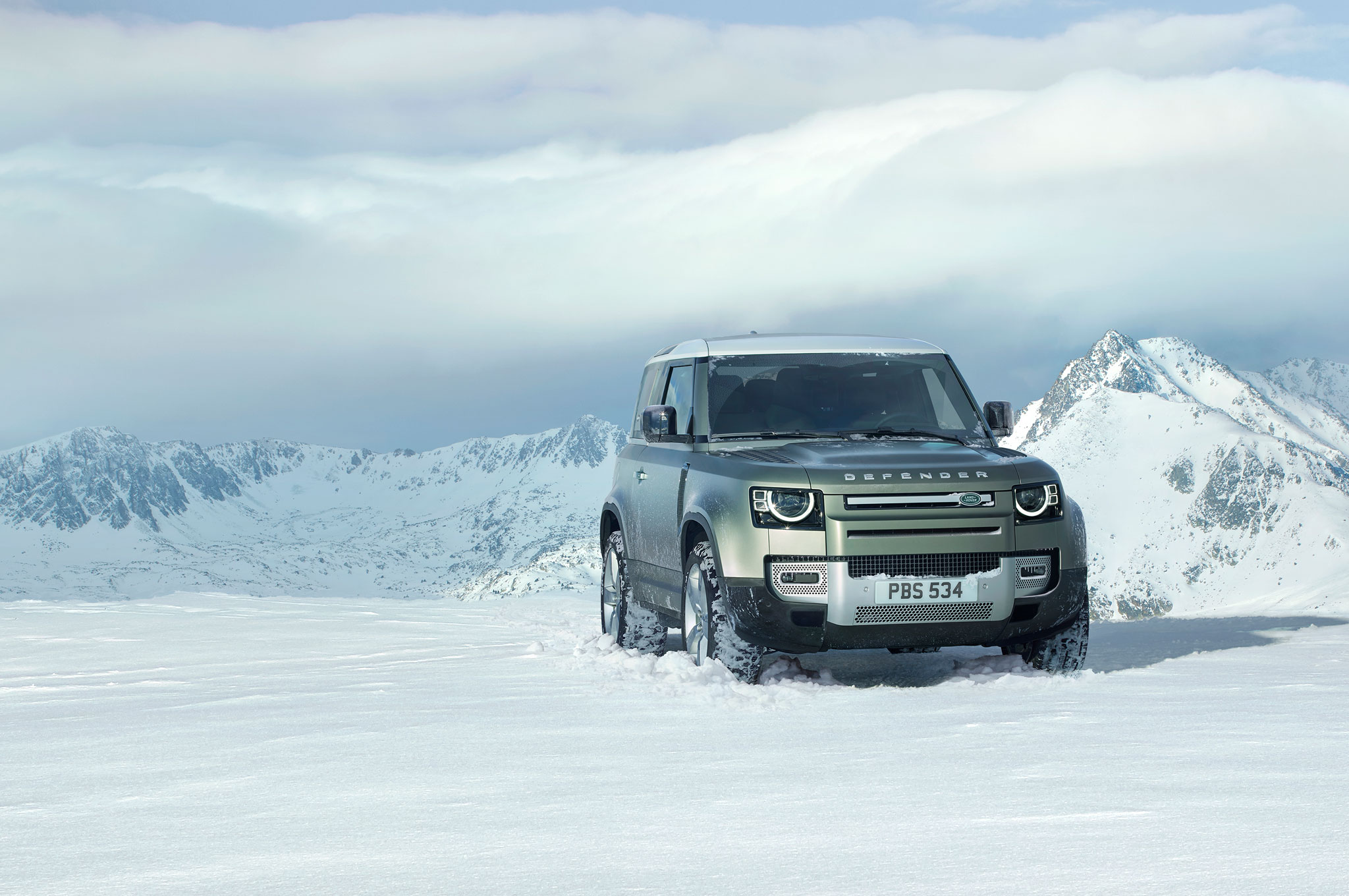 2020 land rover defender 90 off road snow 03