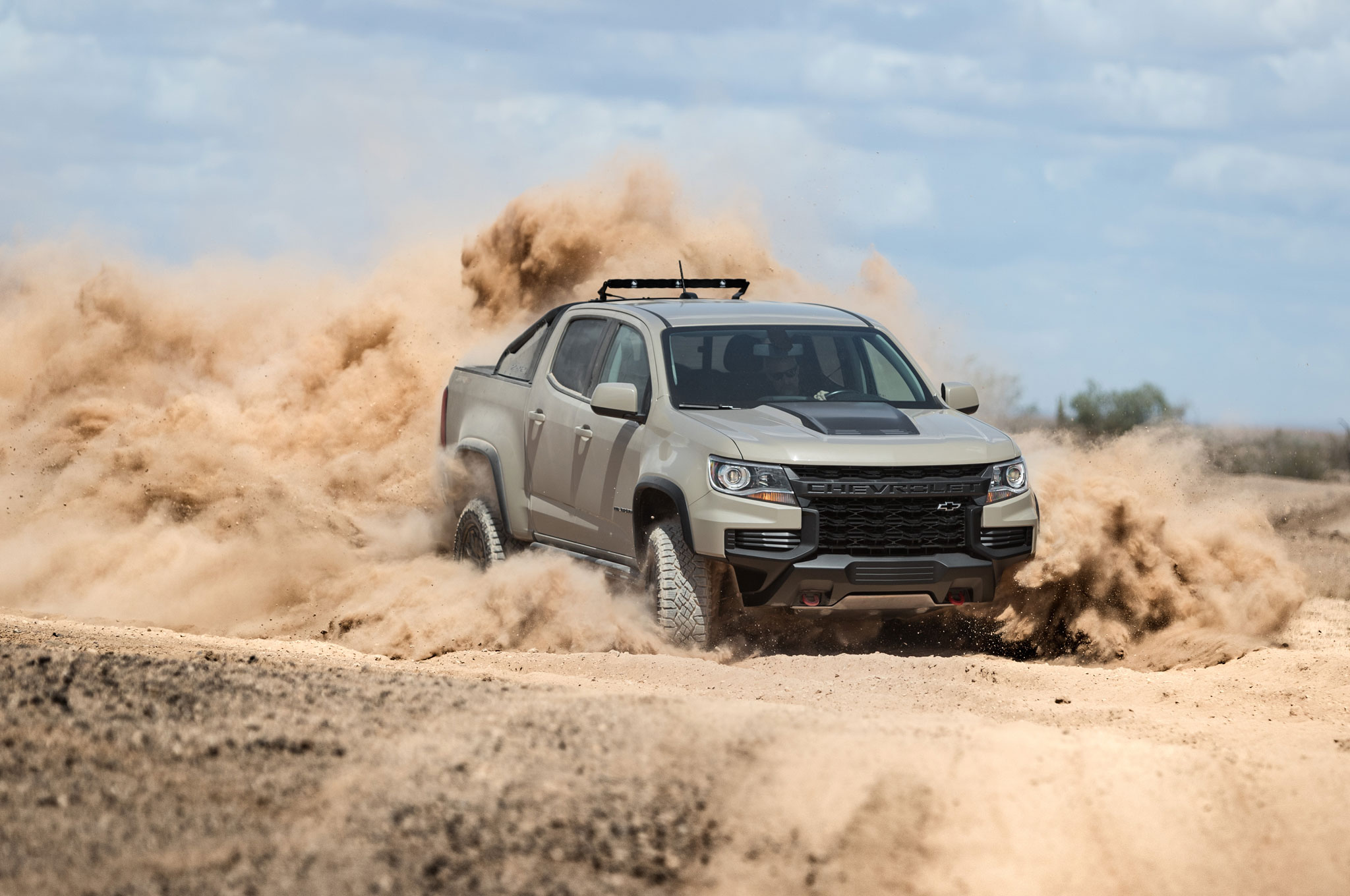 2021 chevrolet colorado zr2 front quarter 03